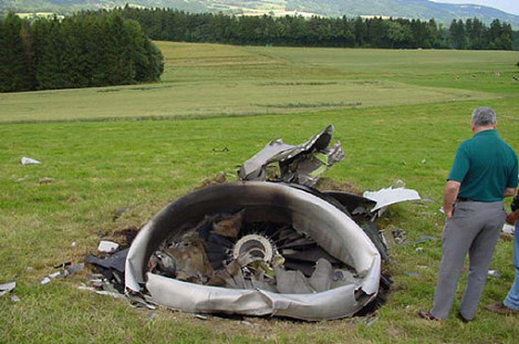http://www.crashdehabsheim.net/autre%20crash%20Uberlingen/reacteur-gauche-b757.jpg